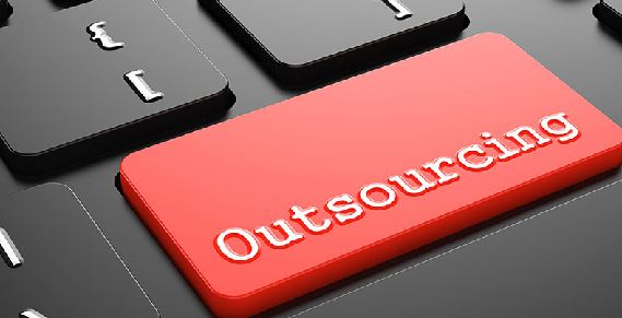 LAS EMPRESAS COMIENZAN A AJUSTARSE FRENTE AL POSIBLE FINAL DEL OUTSOURCING